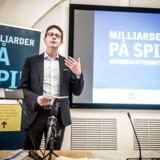 Skatteminister Karsten Lauritzen (V) maner til ro, efter at Jyllands-Posten i dag skriver, at der er større problemer med udviklingen af de nye ejendomsvurderinger, end medierne hidtil har afdækket. »Vi skal nok få et nyt vurderingssystem, der fungerer«, siger Lauritzen.
