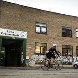De seneste år er tre muslimske friskoler lukket efter at have mistet det statslige tilskud, der for frie og private skoler udgør ca. 80 procent af skolens indtægter. Iqra Privatskole på Hermodsgade i København kan blive den fjerde i rækken til at dreje nøglen om.