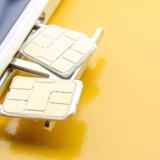 Nu er det muligt at slippe for bøvlet med SIM-kort. De første telefoner med e-SIM-kort, som er en indbygget computerchip, der blot opdateres med nummeroplysningerne, kan nu købes i Danmark. Arkivfoto: Iris/Scanpix