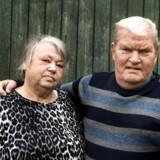 Tenna og Henrik Børgesen er forældre til René Jørgen Nielsen, som var plaget af voldsomme åndedrætsproblemer efter sit arbejde som sprøjtemaler på fabrikken Accoat. Her var han eksponeret for det kræftfremkaldende stof krom-6, der ud over lungekræft kan medføre en række sygdomme.