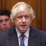 Boris Johnson var for ikke så længe siden den mest feterede britiske politiker. Men under parlamentsdebatten tirsdag aften buhede hans egne partifæller af ham og afbrød ham, og han så mere uglet ud end normalt. Det er udtryk for, hvordan debatten har bevæget sig fra hans benhårde Brexit mod et blødt Brexit eller slet intet. Foto: Ritzau/Scanpix