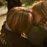 Et kys i aftensolen denne sommer til den store, årlige fest for gymnasieelever i Dyrehaven nord for København.