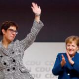 Annegret Kramp-Karrenbauer (AKK) blev fredag valgt til ny CDU formand på partikongressen i Hamborg. Hun afløser Angela Merkel på posten og har nu også gode chancer for at blive Tysklands næste kansler.