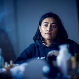 Mona El-jerbi er en af de mange unge piger, der har været til psykolog på et tidspunkt i deres liv. Hun kan godt mærke, at det kan være hårdt at være ung i dag, og derfor overrasker det hende ikke, at næsten hver anden pige på hendes egen alder har fået hjælp af en psykolog.