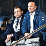 AGF's direktør Jacob Nielsen (tv.) og sportschef Peter Christiansen er blandt hovedrollerne i dokumentarserien »AGF - mellem håb og håbløshed«.