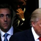 Donald Trump sammen med sin nu tidligere personlige »fikser«, advokat Michael Cohen, under præsidentvalgkampen i 2016. Det forventes at Cohen i dag idømmes en fængselsstraf for blandt andet kampagnesvindel.