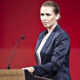S-formand Mette Frederiksen får hård kritik fra flere sider for manglende indsats over for fattige børn.