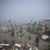 Ifølge videnskaben vil klimaforandringer skabe mere ekstremt vejr i fremtiden. Her er det billeder fra den caribiske ø Saint Martin, der blev ramt af en voldsom orkan sidste år. Lionel Chamoiseau/Ritzau Scanpix