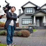 Pressen venter uden for Meng Wanzhous hjem i Vancouver. Huaweis finansdirektør blev onsdag løsladt mod kaution.