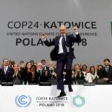 Den polske formand for de udmarvende COP24-klimaforhandlinger, viceenergiminister Michal Kurtyka, tog et jublende sejrsspring, da en sluttekst endelig var vedtaget i 12. time. Men bag kulisserne var der noget mindre at juble over.