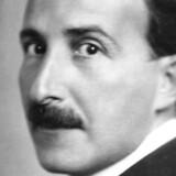 Stefan Zweig (1881-1942). Hans sidste ord før selvmordet lød: »Jeg hilser alle mine venner! Gid de må få morgenrøden at se efter den lange nat! Jeg, den alt for utålmodige, er allerede brudt op.«