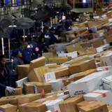 Mens den økonomiske vækst i Europa er gået ned i gear, så er USA's økonomi fortsat bundsolid, lyder vurderingen fra FedEx. Arkivfoto er fra selskabets pakkesorteringscenter i hjembyen Memphis. Lance Murphey/Reuters