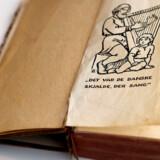 Højskolesangen i en udgave fra 1926 – året hvor »Den danske sang er en ung blond pige« blev til. Foto: Keld Navntoft