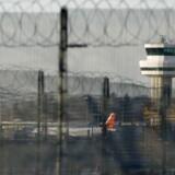 110.000 passagerer skal torsdag flyve ud af lufthavnen i Gatwick i London - foreløbigt er alle fly stopper på 12. time