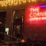 The Corner, 108's vin- og kaffebar.