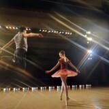 Forholdet mellem søskende er centralt både i Conrad Fields' »Død mand stå« og Johanne Algren og Merlin P. Manns »Bolsjoj«. »Bolsjoj« handler det 18-årige balletdansende tvillingepar og deres »vi«, som pludselig forsvinder.