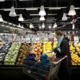 Coop og Dansk Supermarked Group, landets to største dagligvarekoncerner, har et klart budskab til økologiske producenter, slagterier og handelsfirmaer: »I må gerne levere mange flere og meget større mængder varer.«