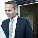 Finansminister Kristian Jensen ankommer tirsdag aften til forhandlinger med Dansk Folkeparti om en skatteaftale.