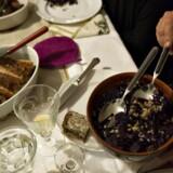 Arkivfoto: Kalorierne hober sig uvægerligt op i december måned. Men der er flere måder at undgå de mange fede fælder.