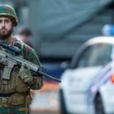 Belgisk soldat ved hovedbanegården i Bruxelles tirsdag aften.