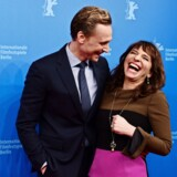 Tom Hiddleston og Susanne Bier. Foto: AFP/John MacDougall