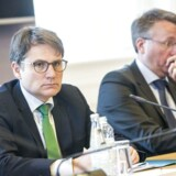 Torsdag d. 20. april 2017- - Erhvervsminister Brian Mikkelsen(K), tv., er sammen med justitsminister Søren Pape Poulsen(K) i dag kaldt i åben samråd om L 41, hvidvaskloven. Ministrene er blevet bedt om at redegøre for, hvordan de vil sikre, at virksomheders indberetninger til SØIKs Hvidvasksekretariat fører til grundig sagsbehandling med underretning eller efterforskningsoplæg til politikredsene eller PET samt til tiltale og domsfældelse, hvis der er grundlag herfor. Samrådsspørgsmål er stillet efter ønske fra Thomas Jensen (S). Til højre ses Morten Bødskov (S.). (Foto: Nikolai Linares/Scanpix 2017)