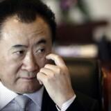 Arkivfoto: Wang Jianlin, bestyrelsesformand for Dalian Wanda Group, under et interview på hans kontor i firmaets hovedkvarter i Beijing, december 2012. REUTERS/Suzie Wong/Files (CHINA - Tags: BUSINESS PROFILE)