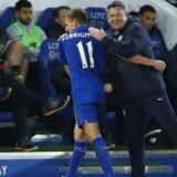Craig Shakespeare (th) har tilsyneladende fået blod på tanden, efter at det lykkedes ham at skaffe en tiltrængt sejr til Leicester i mandagens Premier League-opgør mod Liverpool. Reuters/Jason Cairnduff