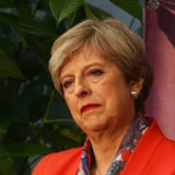 Theresa May bliver siddende som britisk premierminister, erfarer britiske medier.