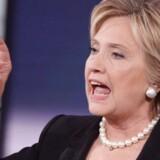Under en TV-duel lørdag blev Clinton hurtigt trængt op i et hjørne med spørgsmål om hendes støtte til amerikanernes invasion i Irak i 2003.