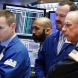 Arkivfoto. De amerikanske investorer blev stående på sidelinjen i torsdagens handel på Wall Street, hvor aktiekurserne i lighed med onsdag fortsat bevægede sig sidelæns efter de seneste ugers himmelflugt.