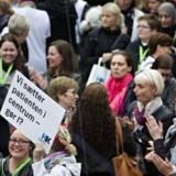 Lægesekretærer i Region Hovedstaden demonstrerer mod sundhedsplatformen foran Regionsgården i Hillerød.