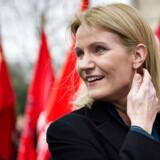 Tidligere statsminister Helle Thorning-Schmidt, der nu begynder jobbet som direktør for Red Barnet International, på vej ind til bisættelsen.