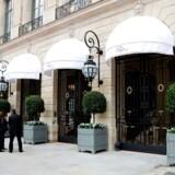 Hotel Ritz' indgang på Place Vendome i Paris. Gennem tiden har hotellets stamgæster blandt andet været Prinsesse Diana, Coco Chanel, Ernest Hemingway og Scott Fitzgerald.