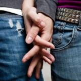 I en tid hvor Tinderknald, bare bryster på bussen og snak om sex i den offentlige debat er blevet mere normalt, er det blevet svært at være en af dem, der venter med den første gang.