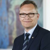 Klaus Skjødt, adm. direktør for Sparekassen Kronjylland, har valgt at bruge et millionbeløb af bankens reserver til et kulturelt sponsorat.
