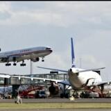 Der er penge er at spare, alt efter hvor man bor og hvilken lufthavn man vælger at køre til.