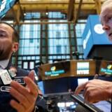 Aktiebørserne i Europa har fået en positiv start på ugen, hvilket også gælder børsen i København, hvor DSV og Vestas har lagt sig i toppen af C25-indekset, som efter fem minutters handel ligger 0,5 pct. højere i 1115,16.