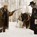 Kurt Russell og Samuel L. Jackson fra Quentin Tarantinos skuespillerensemble spiller to dusørjægere i kolde Colorado efter den amerikanske borgerkrig. Foto: PR