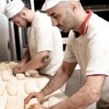 Med et nyt dansk/nordisk brand og design Jalm & B har iværksætterne fra det kendte italienske Øko-bageri Il Fornaio i Kastrup på Amager fået stærk vækst. Medvirkende til successen er fødselshjælp og rådgivning af små iværksættere fra Økologisk Landsforening. Ordningen, som nu er fjernet fra finansloven, har stor betydning for fødevarevirksomheder. Og det kan ramme økobranchens udviklingsmuligheder, siger virksomhedens adm. direktør Susanne Boye Nielsen.