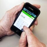 I 2015 alene er antallet af pengeoverførsler på mobilbanken steget med 28 pct., og antallet af indbetalingskort betalt på mobilbanken er steget med 18 pct. Arkivfoto.