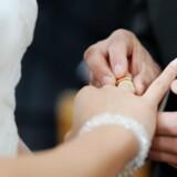 Når mænd indgår i et ægteskab eller fast forhold, holder deres krop op med at producere lige så meget testosteron. Free/Colourbox