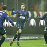 Kian Hansen jubler efter sin åbningsscoring i Superliga-kampen mellem Silkeborg IF og FC Midtjylland.