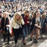 Immatrikulationsfesten i år på Københavns Universitet på Frue Plads, hvor de mange nye studerende, som traditionen byder, hilste på rektor.