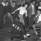 Twist er symbolet på de nye tiders indtog i 1960'erne i Klas Östergrens roman.