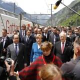 Den officielle åbning, der blev foretaget af den schweiziske forbundspræsident, Johann Schneider-Ammann, blev overværet af blandt andre Tysklands forbundskansler, Angela Merkel, og Frankrigs præsident, François Hollande.