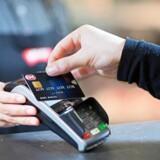 Vi er mere tilbøjelige til at overveje vores køb, når vi har kontanter med i stedet for et kreditkort, siger hjerneforsker Thomas Ramsøy. Free/Pressefoto, Nets