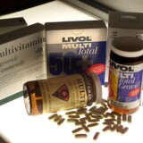 Hvis du køber vitaminpiller andre steder end på apoteket, kan det være en god idé at tjekke, om dosis står anført på emballagen.