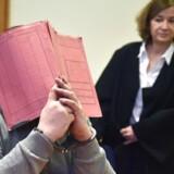 En tysk sygeplejerske afsoner allerede en livstidsdom for to drab og mistænkes nu for at have været skyld i yderligere 84 patienters død.