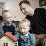 Kristian Kaas var ikke i tvivl hverken første eller anden gang, han blev far: Han ville holde en del af forældreorloven. Både for at være sammen med sit nyfødte barn, og fordi det begge gange passede med hans kones ønske om at komme tilbage til arbejdsmarkedet. Foto: Thomas Lekfeldt